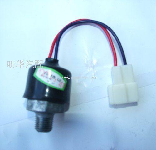 制动灯开关  配件图号:jk611qb配件名称:气压制动灯开关适用车高清图片